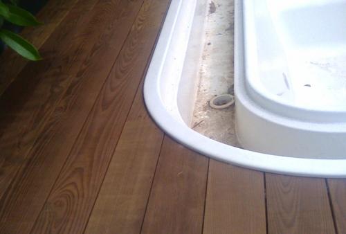 Realizzazione in Brescia - Legno per esterno in frassino termo trattato - Pavimento in legno esterno in frassino termo trattato