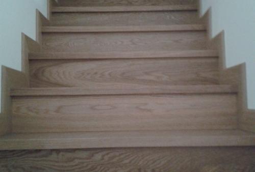 Rivestimento scala in legno - Rivestimento scala con parquet prefinito in rovere