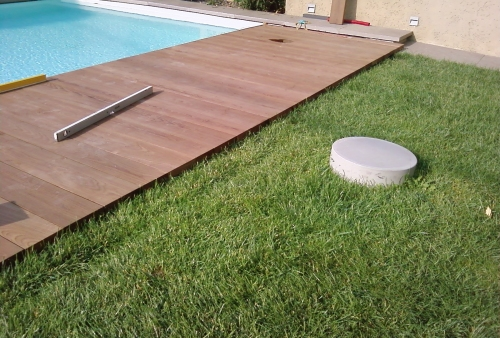 Pavimenti bordo piscina in legno - Pavimentazione giardino in legno ...