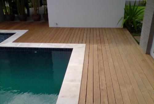 Realizzazione pino impregnato - legno DECKING per esterno in doghe - Pavimento in legno esterno in Pino Impregnato sottovuoto
