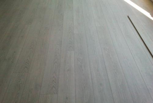 Realizzazione di pavimento in laminato Kronotex decoro RovereLight 2800 - PAVIMENTO IN LAMINATO KRONOTEX - LINEA MAMMUT