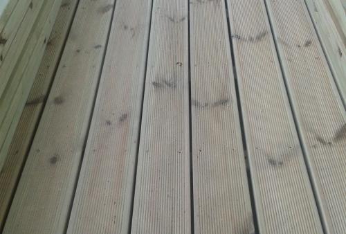 Pino impregnato - legno DECKING per esterno in doghe - Pavimento in legno esterno in Pino Impregnato sottovuoto